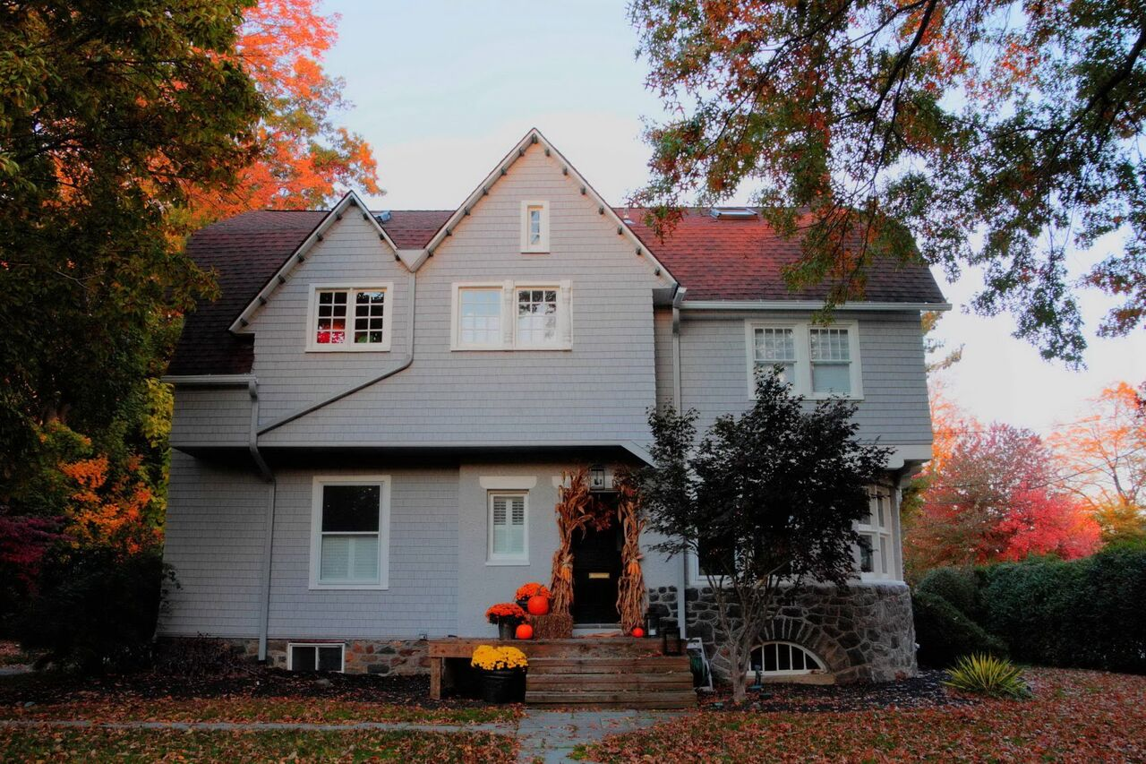 Grey cedar shingle siding on historic home in Wayne Pa.