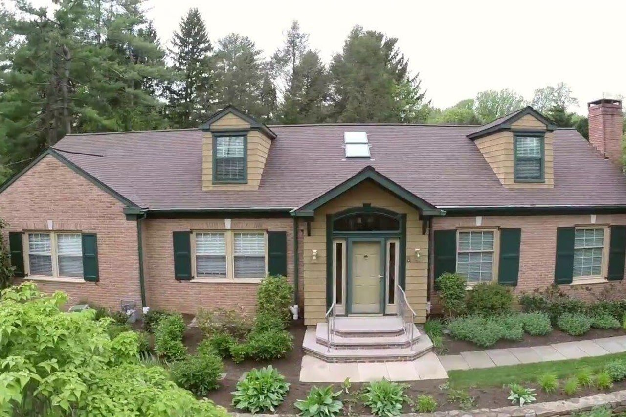 Bryn Mawr Pa home with red brick and LandMark Pro Shingles