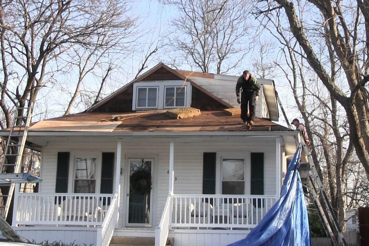 house prior to new roof installed by Cherry Hill roof company